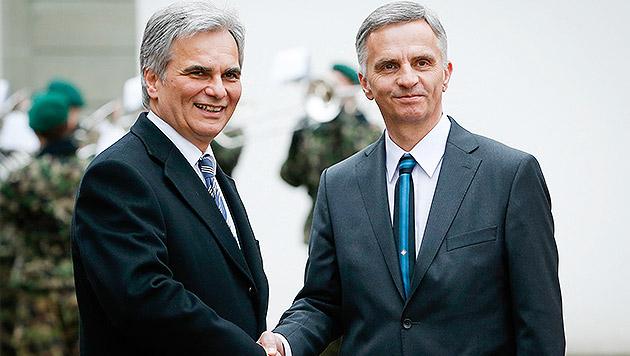 Kanzler Werner Faymann mit dem Schweizer Bundespräsidenten Didier Burkhalter (Bild: APA/Andy Wenzel/BKA)