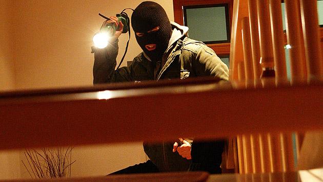 Kriminelle auf Beutezug durch Wohn-Siedlungen (Bild: APA/HELMUT FOHRINGER (Symbolbild))