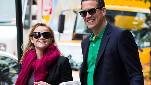 Jim Toth entschuldigte sich bei Reese Witherspoon für einen betrunkene Freund, sie verliebte sich.
