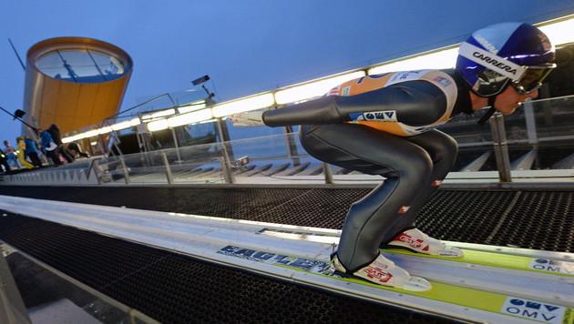 Gregor Schlierenzauer machte einen soliden Quali-Sprung (Bild: APA/EPA/HENDRIK SCHMIDT)