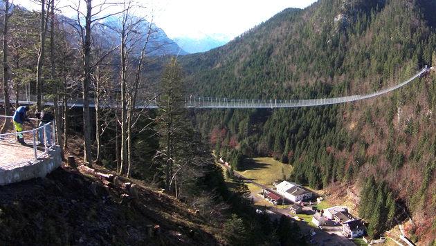 """Tirol hat nun die """"längste Fußgängerhängebrücke"""" (Bild: APA/HARALD SCHNEIDER)"""