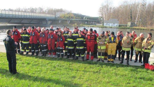 Insgesamt 60 Einsatzkräfte suchen nach der 21-Jährigen. (Bild: BF Graz)