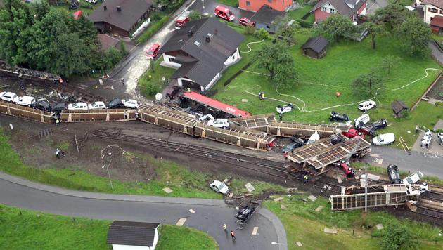 Nach dem Zugunglück im Jahr 2010 in Vorarlberg erhielt der Lokführer nun 50.000 Schmerzensgeld. (Bild: APA/Mohr Reinhard)