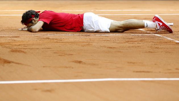 Roger Federer besiegelt Davis-Cup-Sieg für Schweiz (Bild: APA/EPA/YOAN VALAT)