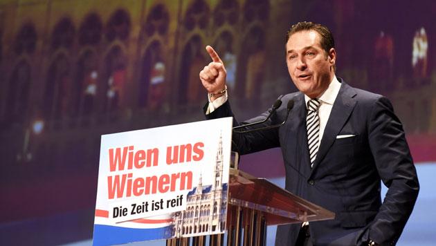 """Strache mit 99,23% bestätigt: """"Zeit für die Wende"""" (Bild: APA/HERBERT P. OCZERET)"""