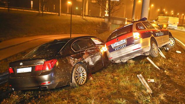 Die Polizeistreife schlitterte gegen den BMW. (Bild: MARKUS TSCHEPP)
