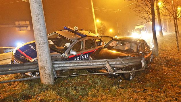 Beide Fahrzeuge prallten gegen die Leitschiene. (Bild: MARKUS TSCHEPP)