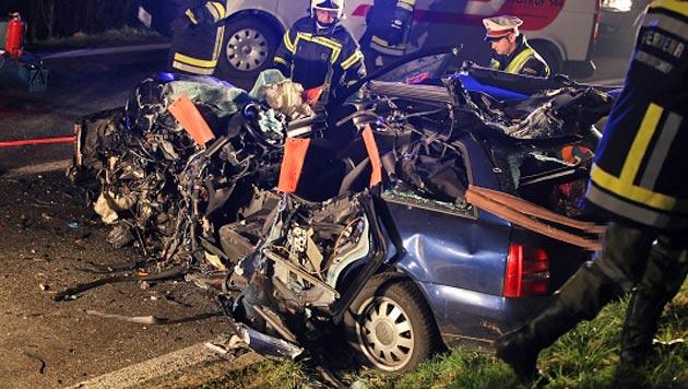 Der Audi wurde bei dem Unfall völlig zerfetzt. (Bild: Matthias Lauber/laumat.at)