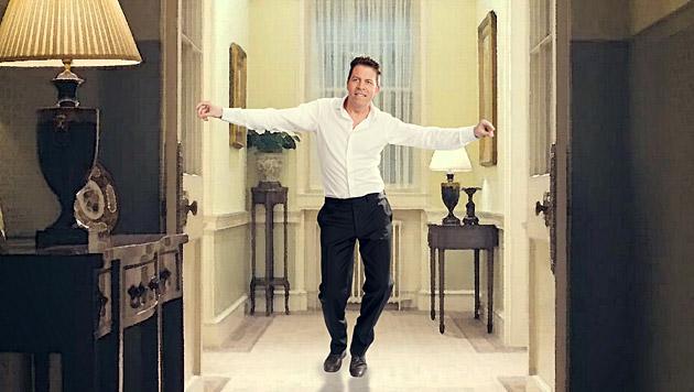 """Daniel Serafin nimmt sich Hugh Grants Tanzszene aus """"Tatsächlich... Liebe"""" zum Vorbild. (Bild: Manfred Baumann)"""