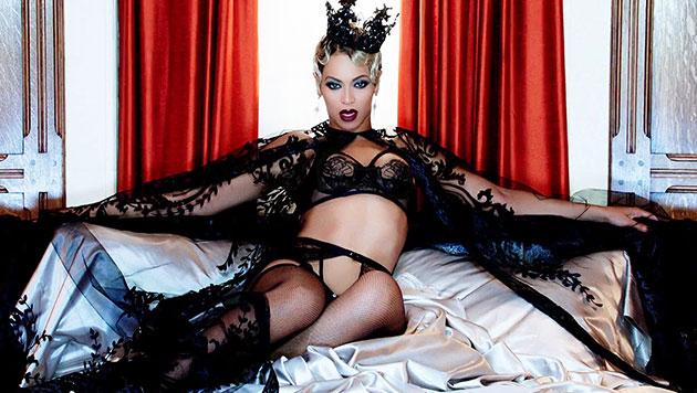 Beyonce mit Babybauch am Strand? (Bild: YouTube.com)