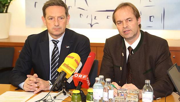 Christian Benger und Johann Mößler bei der Pressekonferenz (Bild: Uta Rojsek-Wiedergut)