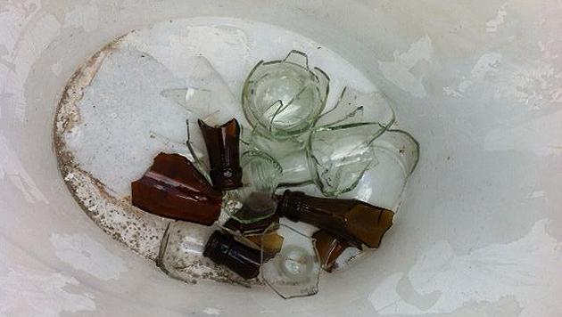 Diese Glasscherben fand Peter Peschek in seinem Garten. (Bild: privat)