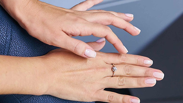 Der Ring der Omi: Bianca legt ihn nie ab. (Bild: Alexander Tuma/Starpix)