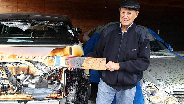 Alexander W. wollte sein Auto und das seiner Frau vor dem Feuer retten, hatte jedoch keine Chance. (Bild: Arnold Klement)