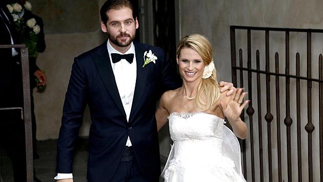 Michelle Hunziker und Tomaso Trussardi schipperten im Oktober in den Hafen der Ehe. (Bild: APA/EPA/GIAMPAOLO MAGNI)