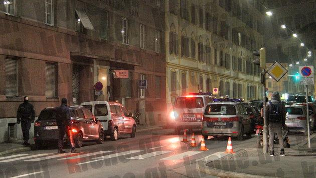 Auch in Graz standen Polizei und Cobra im Zuge der Großrazzia im Einsatz. (Bild: Christian Jauschowetz)