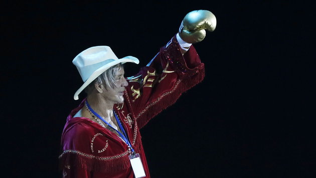 Mickey Rourke siegt mit 62 Jahren bei Box-Comeback (Bild: APA/EPA/YURI KOCHETKOV)