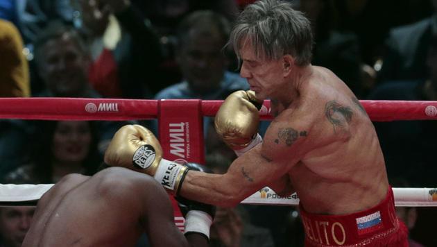 Mickey Rourke siegt mit 62 Jahren bei Box-Comeback (Bild: AP)