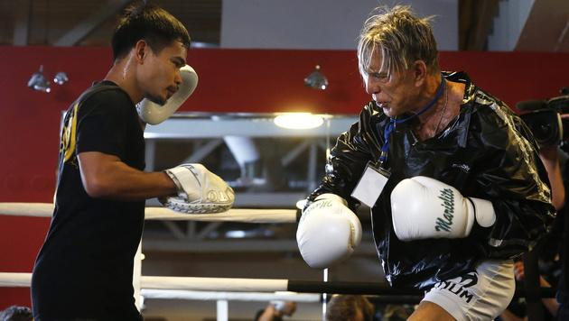 Mickey Rourke siegt mit 62 Jahren bei Box-Comeback (Bild: APA/EPA/SERGEI CHIRIKOV)