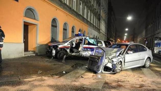 Polizistin bei Unfall lebensgefährlich verletzt (Bild: Polizei)