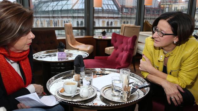 Conny Bischofberger im Gespräch mit Johanna Mikl-Leitner (Bild: Zwefo)