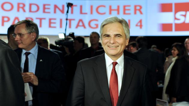 SPÖ-Parteitag ging für Faymann stressfrei zu Ende (Bild: APA/HERBERT NEUBAUER)
