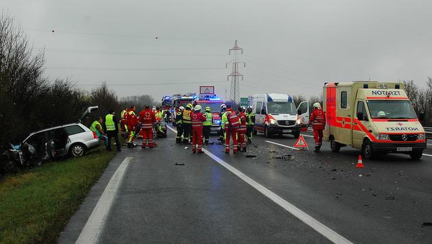 Sechs Verletzte bei Pkw-Unfall auf der A3 in NÖ (Bild: APA/FF Wr. Neustadt)