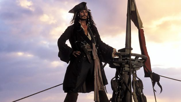 "Johnny Depp als Captain Jack Sparrow im Hollywood-Blockbuster ""Fluch der Karibik"" (Bild: ORF)"