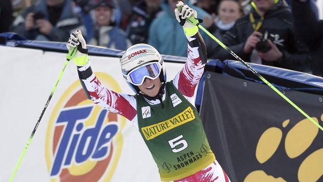 Eva-Maria Brem: Erster Sieg statt Karriereende (Bild: APA/EPA/JOHN G. MABANGLO)
