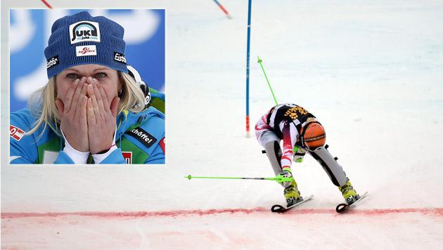 Niki Hosp mit Sensation! Triumph nach Wunderlauf (Bild: AP, APA/EPA/JOHN G. MABANGLO)