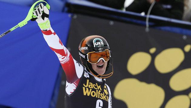 Niki Hosp mit Sensation! Triumph nach Wunderlauf (Bild: AP)