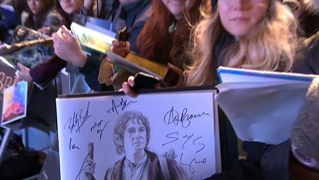 Fan mit einer Zeichnung von Bilbo Beutlin (Bild: Screenshot www.warnerbros.co.uk)