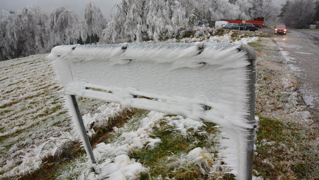 Gefährlicher Eisregen hält Einsatzkräfte auf Trab (Bild: APA/EINSATZDOKU.AT/PATRIK LECHNER)