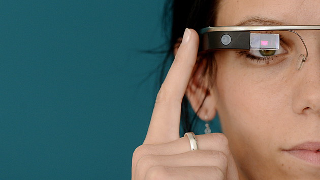Google Glass: Bald neue Modelle mit Intel-Chips (Bild: APA/EPA/FILIP SINGER)