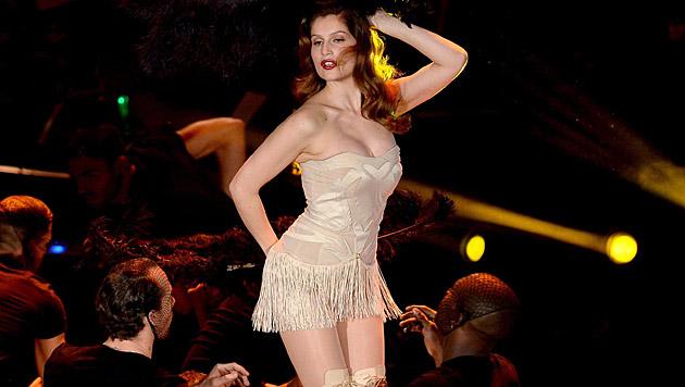 Laetitia Casta zeigte sich beim Festival in Sanremo sehr sexy. (Bild: APA/EPA/CLAUDIO ONORATI)