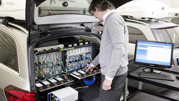 Die Datenmessungen erfolgten mit acht in zwei getrennten Fahrzeugen montierten Smartphones. (Bild: connect/Sebastian Berger)