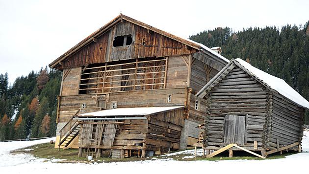 Dieses Holzhaus in Obertilliach soll in die Luft gesprengt werden. (Bild: Martina Holzer)