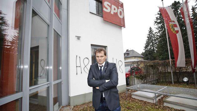 """SPÖ-Landesgeschäftsführer Felix Müller ist über die Schmieraktion verärgert: """"Jetzt ist Schluss!"""" (Bild: MARKUS TSCHEPP)"""