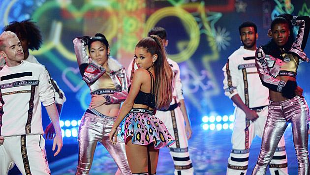 Sängerin Ariana Grande (Bild: APA/EPA/FACUNDO ARRIZABALAGA)