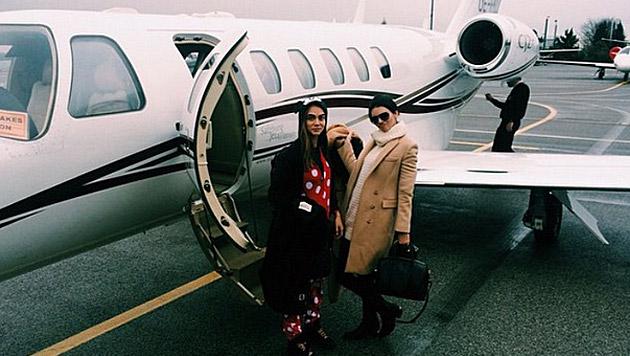 Mit dem Privatjet reisen Cara und Kendall derzeit durch die Welt. (Bild: instagram.com/caradelevingne)