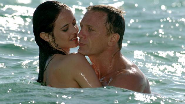 "Eva Green in ""Casino Royal"" mit Bond Daniel Craig. (Bild: AFP)"