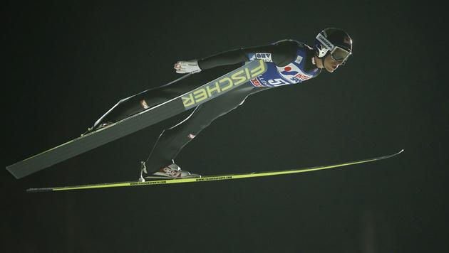 Gregor Schlierenzauer feiert 53. Weltcup-Sieg (Bild: APA/EPA/CORNELIUS POPPE)