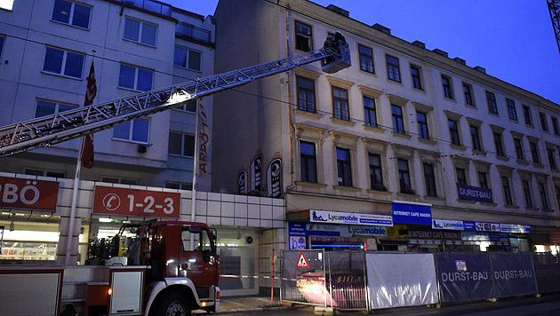 """Haus auf Wiener """"Mahü"""" teilweise eingestürzt (Bild: APA/HELMUT FOHRINGER)"""