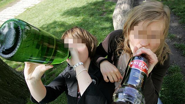 Mädchen (13) ließen sich in Freibad volllaufen (Bild: APA/HELMUT FOHRINGER (Symbolbild))