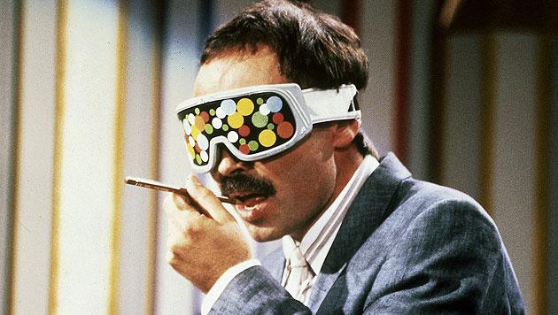 Betrug! 1988 schlich sich Bernd Fritz in die Sendung ein & erschleckt die Farben von Buntstiften. (Bild: ZDF/dpa)
