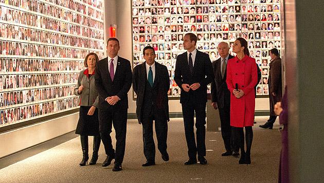 Kate und William besuchten 9/11-Denkmal in NY (Bild: APA/EPA/DOUG MILLS)
