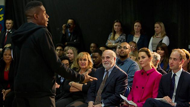 Kate und William bei einer Theateraufführung (Bild: AP)