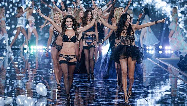 """Die Engel auf dem Laufsteg (Bild: Victoria""""s Secret)"""