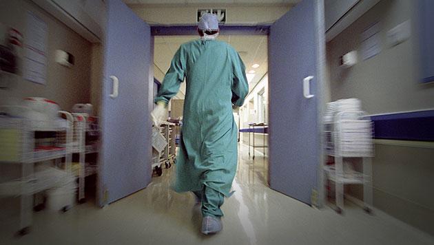 Unseren Spitälern fehlen bald Tausende Ärzte (Bild: thinkstockphotos.de)