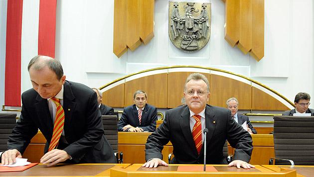 Landeshauptmann Niessl (re.) und Stellvertreter Steindl (Bild: APA/Roland Schlager)